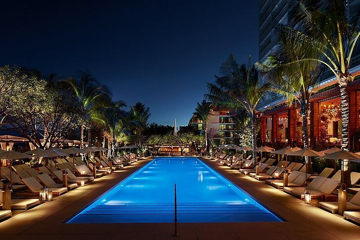 Pool bei Nacht The Miami Beach EDITION