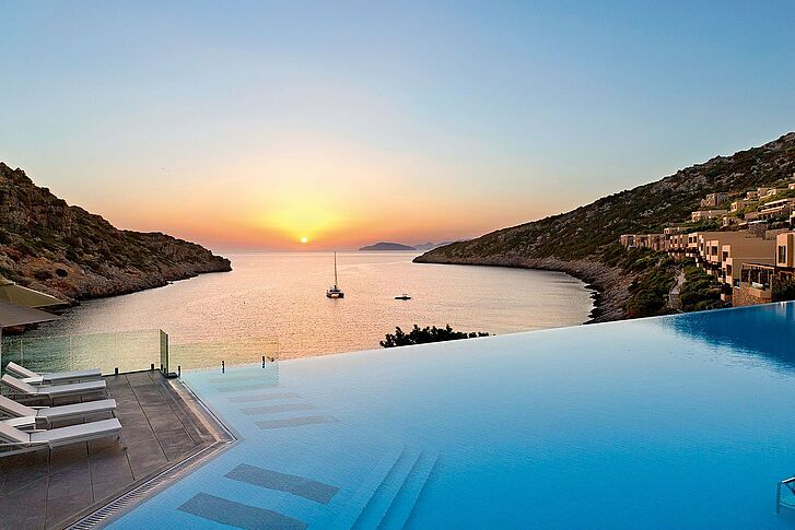 Infinity Pool Daios Cove