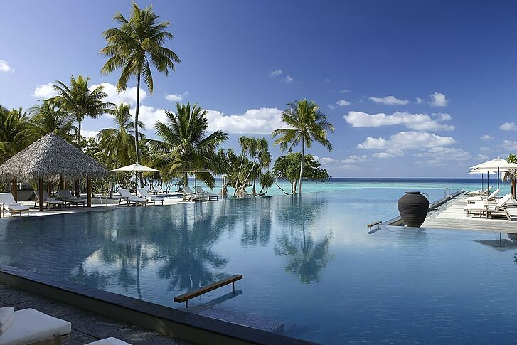 Infinity Pool Four Seasons Resort Landaa Giraavaru