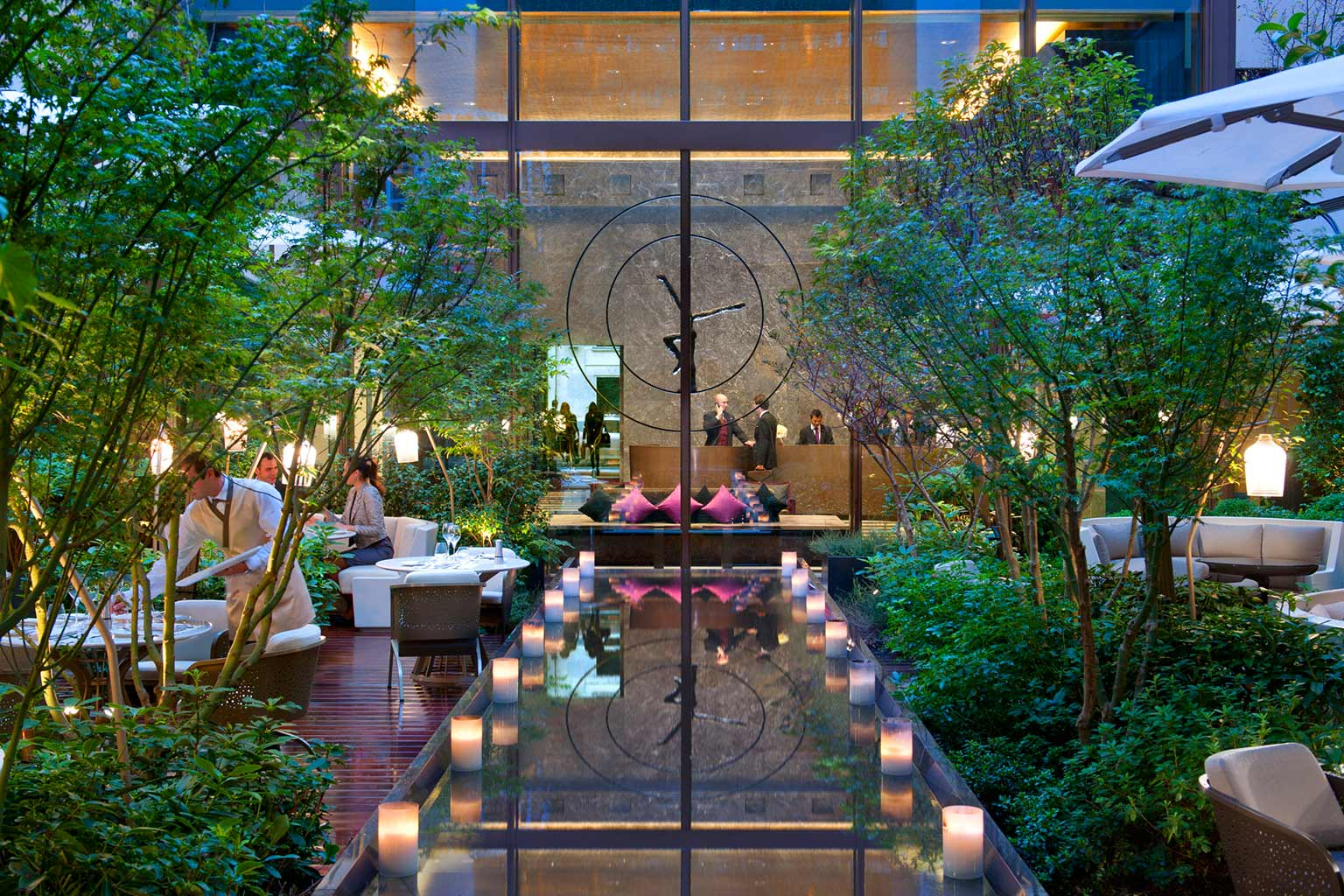 mandarin oriental paris luxushotel bei designreisen. Black Bedroom Furniture Sets. Home Design Ideas