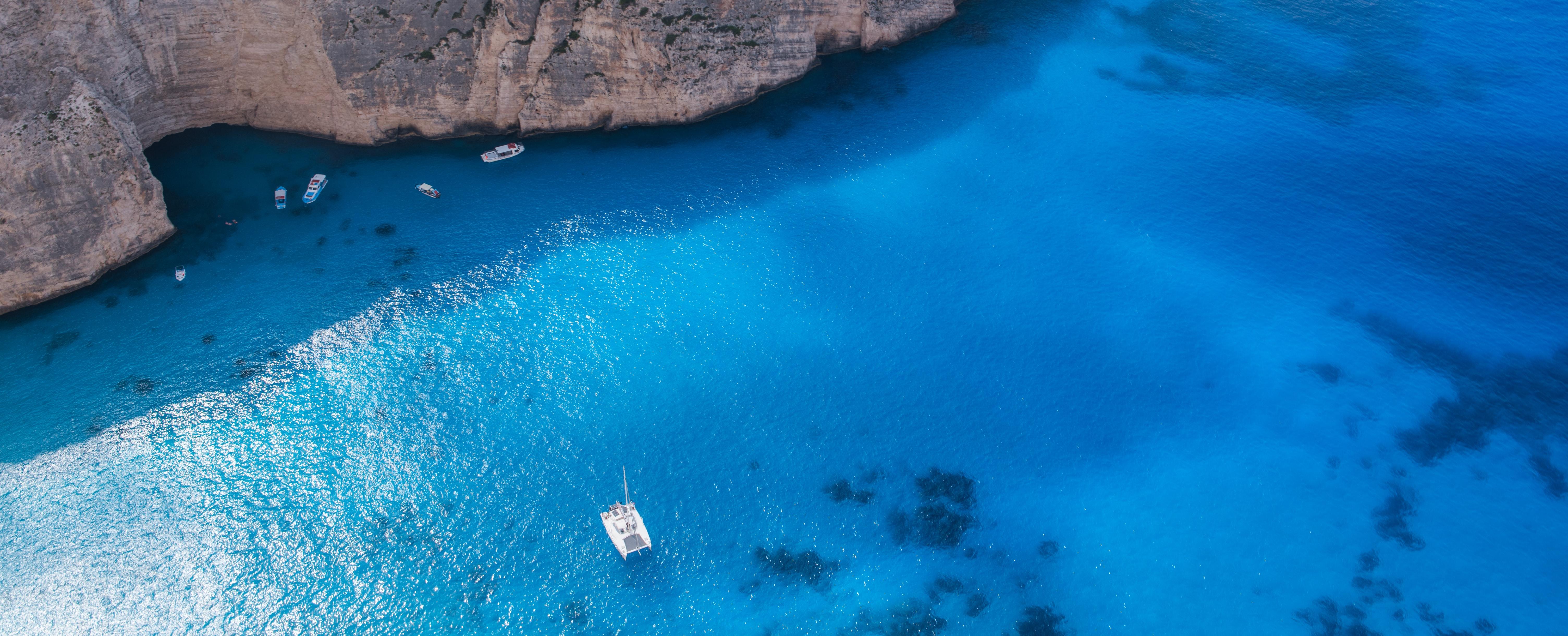 Private Bootsausflüge sind hier ein absolutes Muss. Shippern Sie durch türkisblaues Wasser und lassen Sie sich verzaubern.