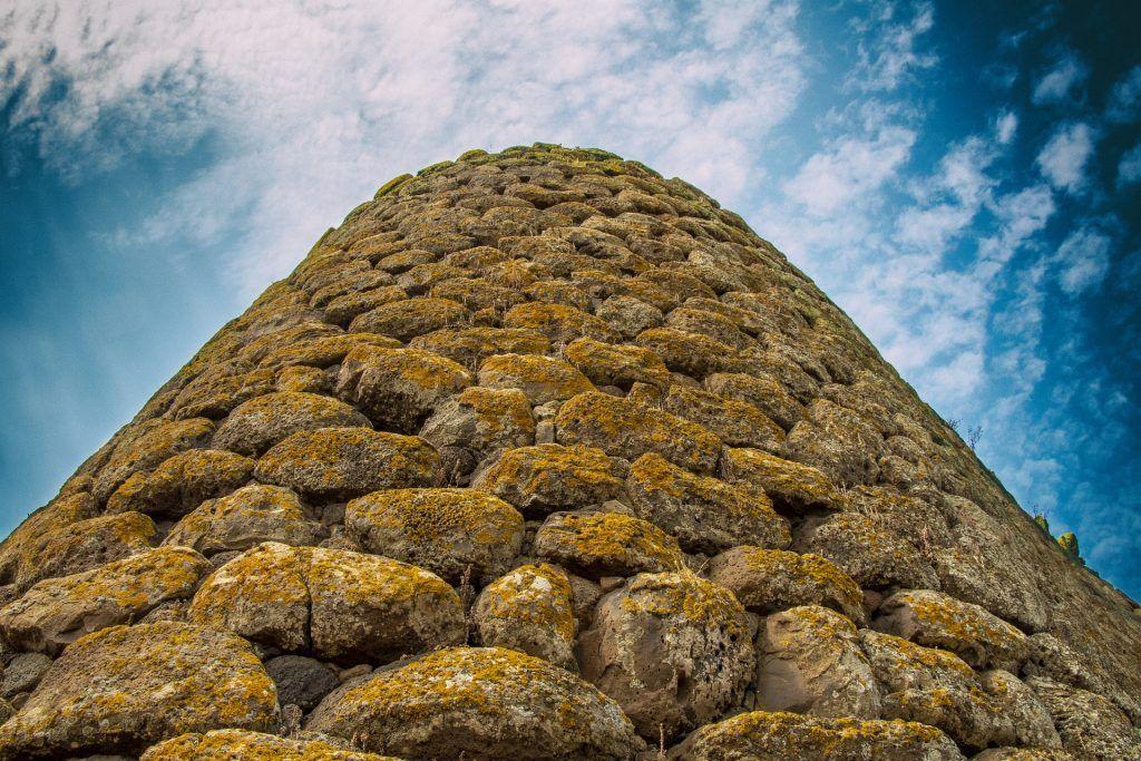 Geheimnisumwobene Steinruinen aus der Bronzezeit – die Nuraghen