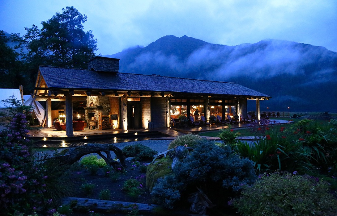 Clayoquot-Wilderness-Resort-Summer-Evening-Rain-on-the-Cookhouse